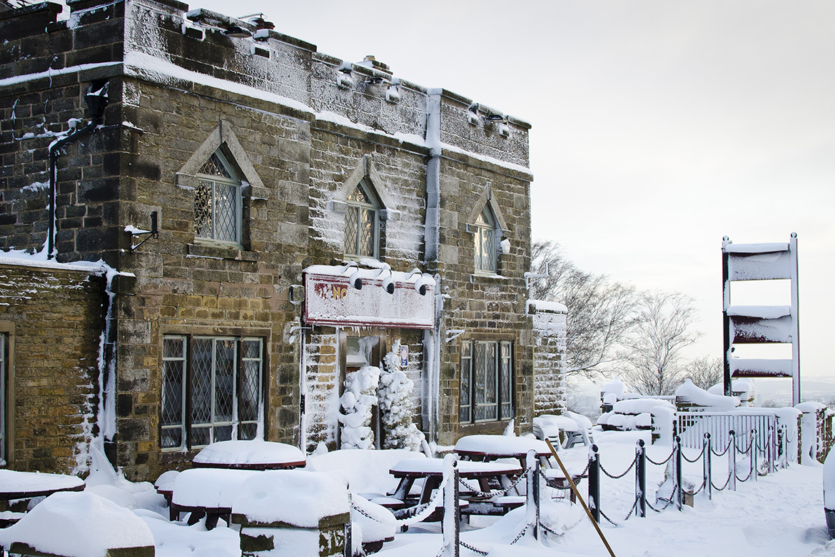 The Norfolk Arms, Ringinglow in the snow